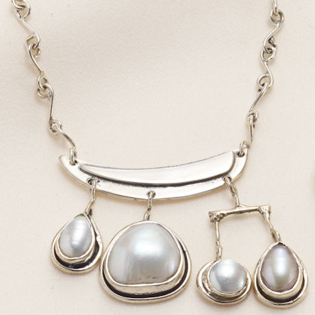 Artistic Pearl Necklace