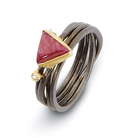 Twixt Layered Ring
