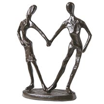 LOVING COUPLE SCULPTURE