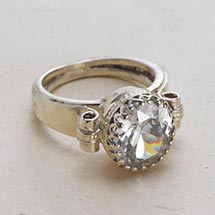 CROWN BEZEL CRYSTAL RING